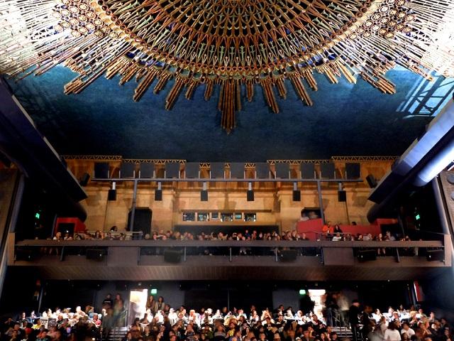 Rạp chiếu phim Egyptian Theater nơi được thiết kế theo phong cách Ai Cập cổ đại ấn tượng