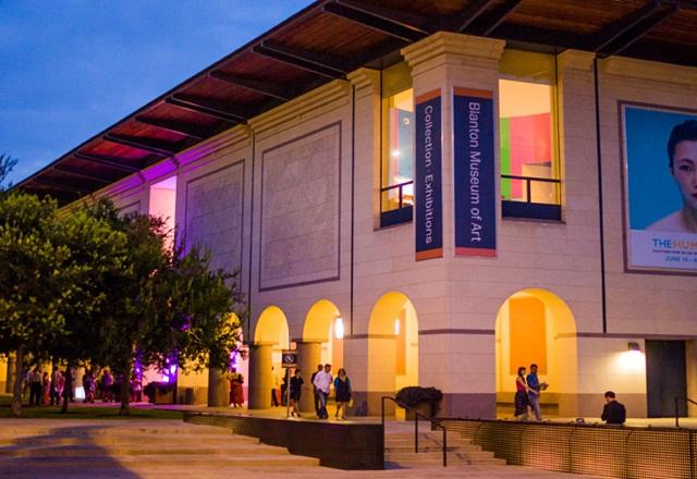 Bảo tàng nghệ thuật Blaton nhìn từ bên ngoài