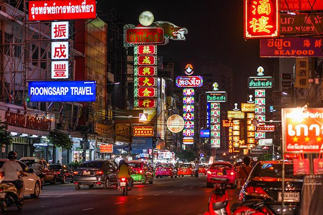 Yaowarat con đường luôn nhộn nhịp cả ngày lẫn đêm