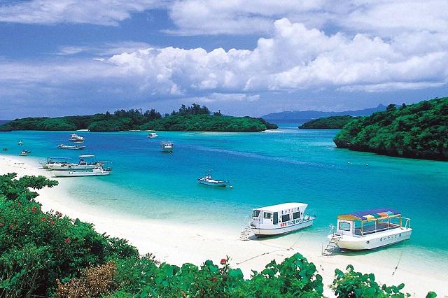 Okinawa còn là nơi nổi tiếng với những bãi biển đẹp