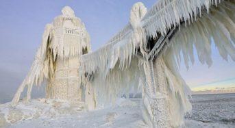 Vẻ đẹp độc đáo của hồ Michigan ở Chicago vào mùa đông