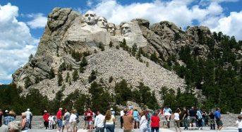 """Khám phá núi Rushmore – """"kho báu quốc gia"""" nước Mỹ"""