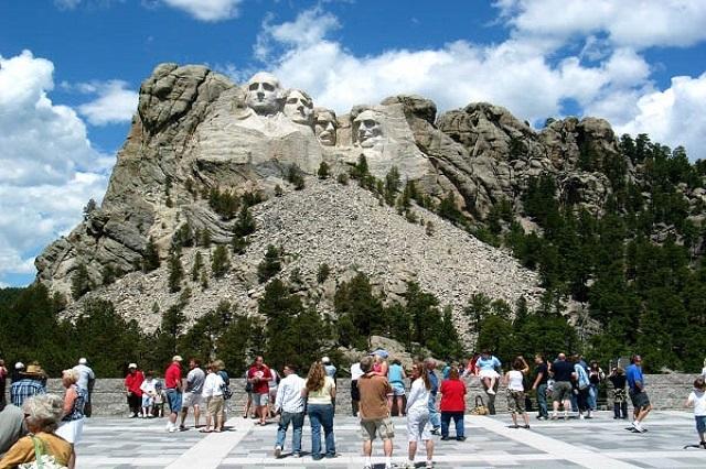 Bức tượng đá vĩ đại với 4 vị tổng thống Hoa Kỳ