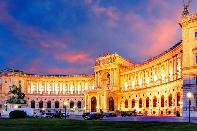 Cung điện hoàng gia Hofburg tuyệt đẹp ở Vienna