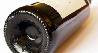 Tại sao đáy chai rượu vang lại lõm vào trong?