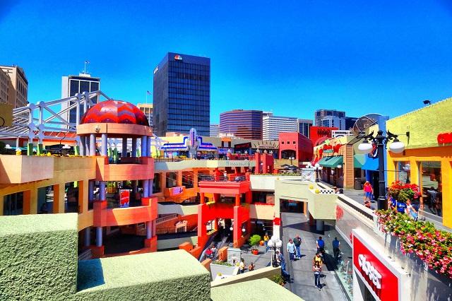 Horton Plaza với màu sắc tươi sáng sẽ mang đến cảm giác năng động