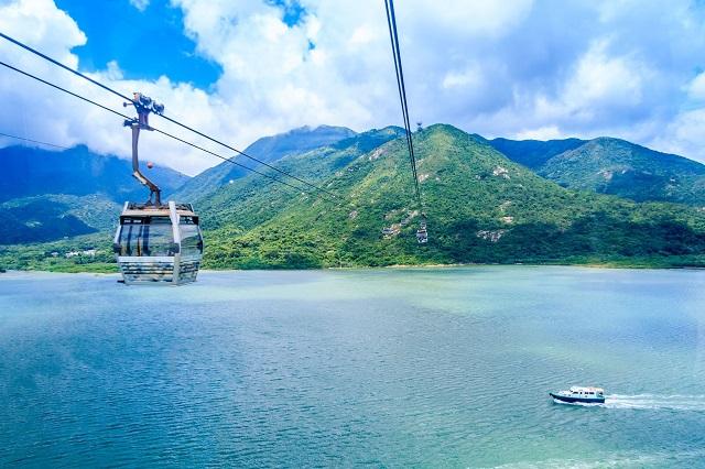 Cảnh biển ở Lantau cũng là mọt phần thu hút du khách đến Hồng Kông
