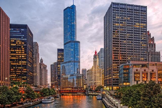 Michigan Avenue là điểm đến với nhiều cửa hàng của thương hiệu nổi tiếng toàn cầu