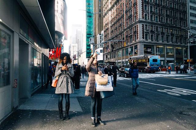 Khi muốn chụp hình thành phố New York nên tránh xa dòng người đi bộ