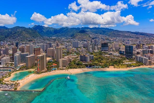 Waikiki là bãi biển nằm ở thủ đô Honolulu, Hawaii