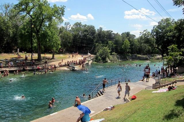 Công viên Zilker Metropolitan là một trong những công viên nổi tiếng ở thành phố Austin
