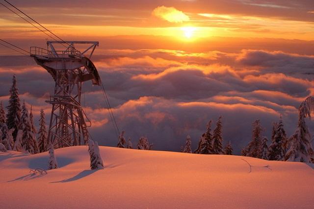 Du khách sẽ được ngắm nhìn hoàng hôn lung linh khi đến Grouse Mountain