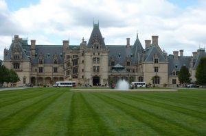 Biltmore Estate chính là một trong những lâu đài đẹp nhất ở Mỹ do kiến trúc sư Richard Morris Hunt thiết kế